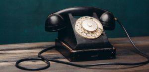 Äldre telefon - svart